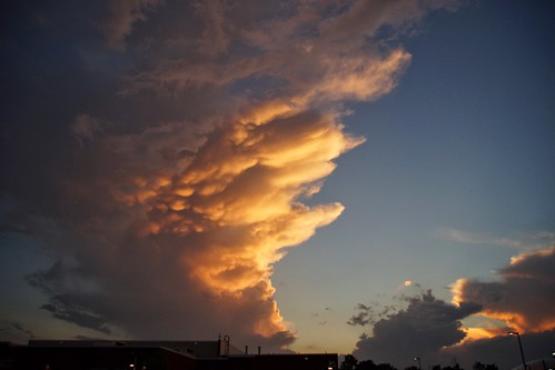sunset stormy mammatus