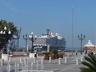 Puerto muy muy urbano de Cádiz.