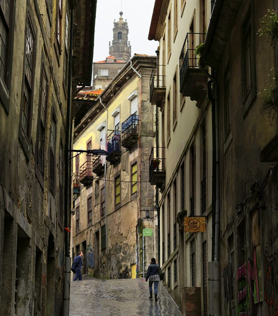 Strolling up the narrow alleys of Porto on a rainy day