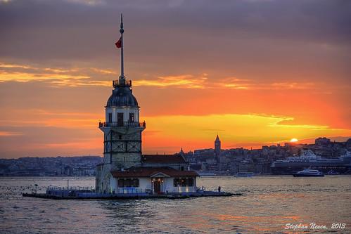 Istanbul at sunset: Kiz Kulesi (HDR)