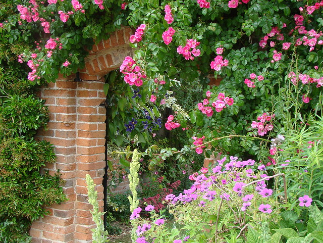 The garden at Packwood House, Warwickshire