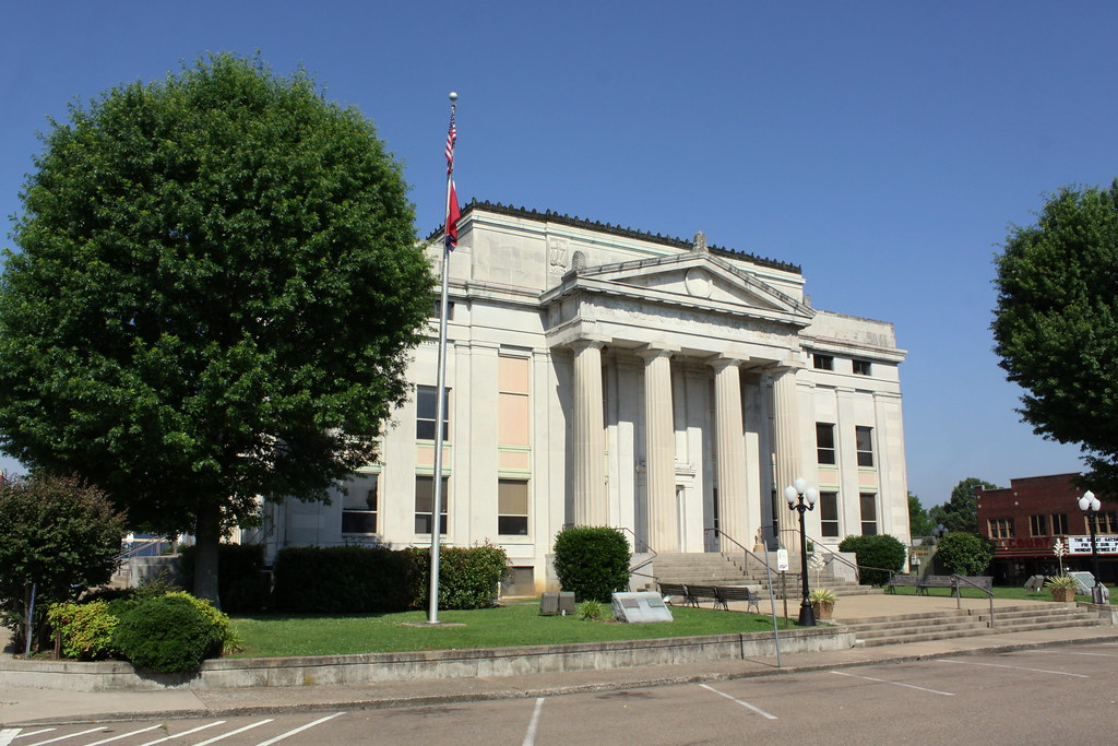 Carroll County Courthouse - Huntingdon, TN | The 1844 courth