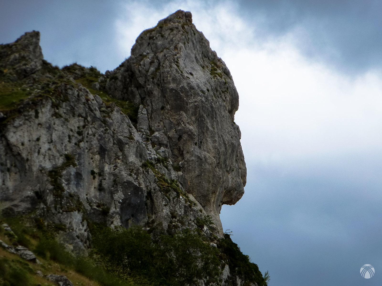 Curioso rostro de roca