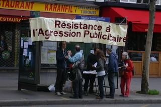 Les premiers passants de la manifestation