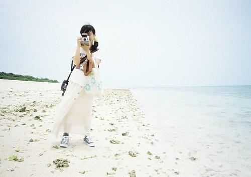 pola girl in the beach