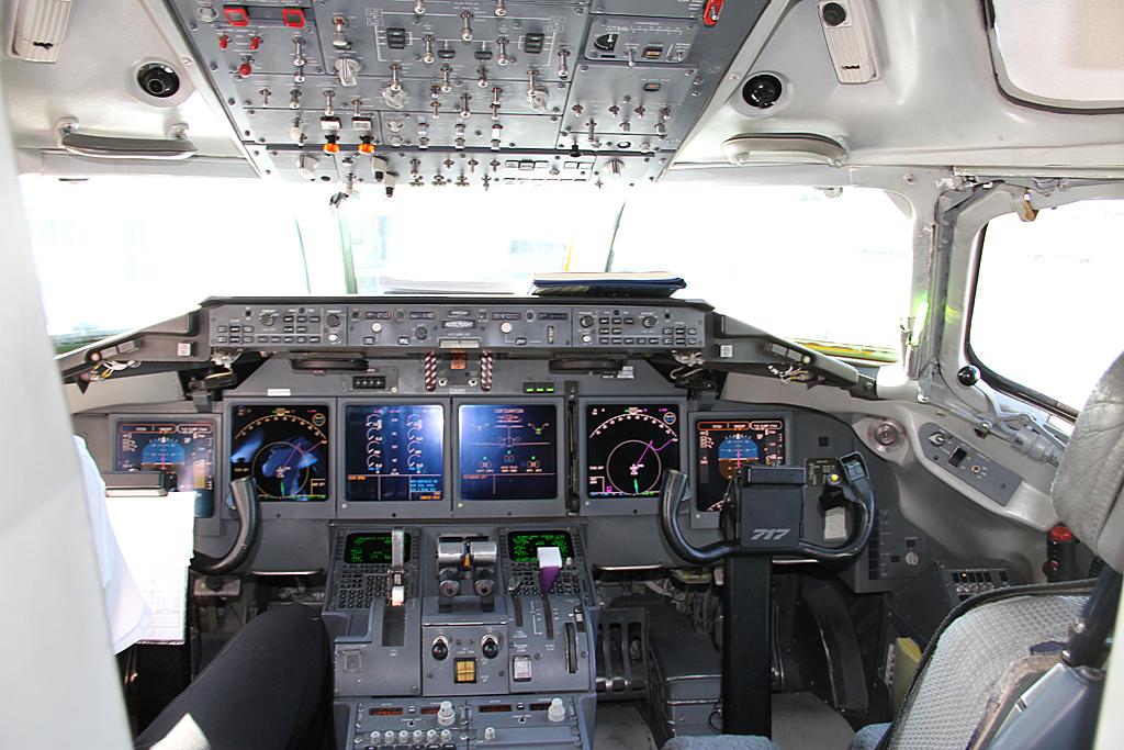 Qantaslink717-23S-VH-NXE-43