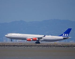 SAS Airbus A-340 touchdown SFO DSC_0737 (1) | by wbaiv