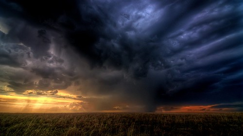 Storm Clouds Gathering | by izoo3y