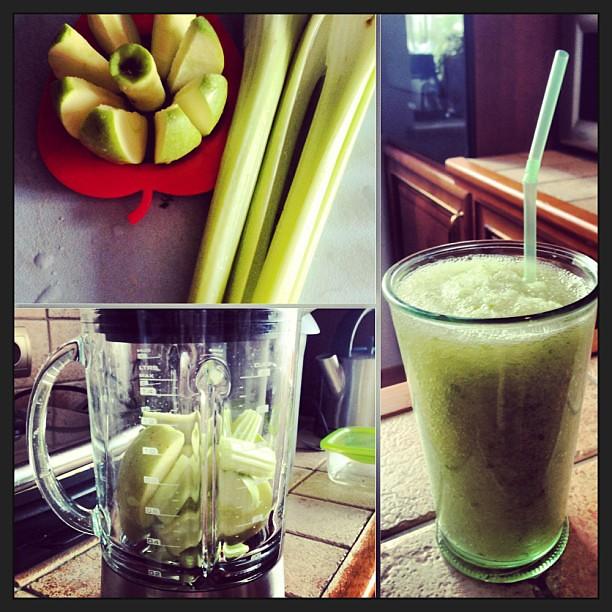 Смузи яблоко-сельдерей с утреца, насмотрелась на @val_zelyaeva #смузи #смузикоктейль #green #food #apple #celery #smoothie ymm #instacollage