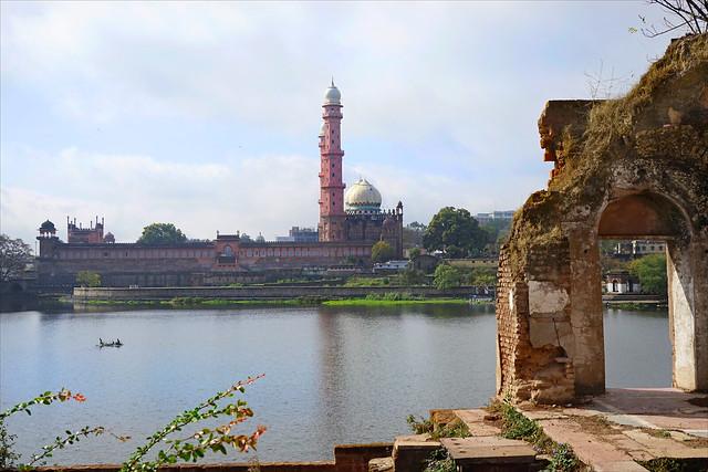 La grande mosquée Taj-Ul-Masjid de  Bhopal (Inde)