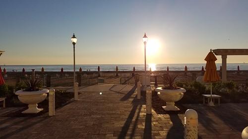 beach sunrise cedarpoint thebreakers