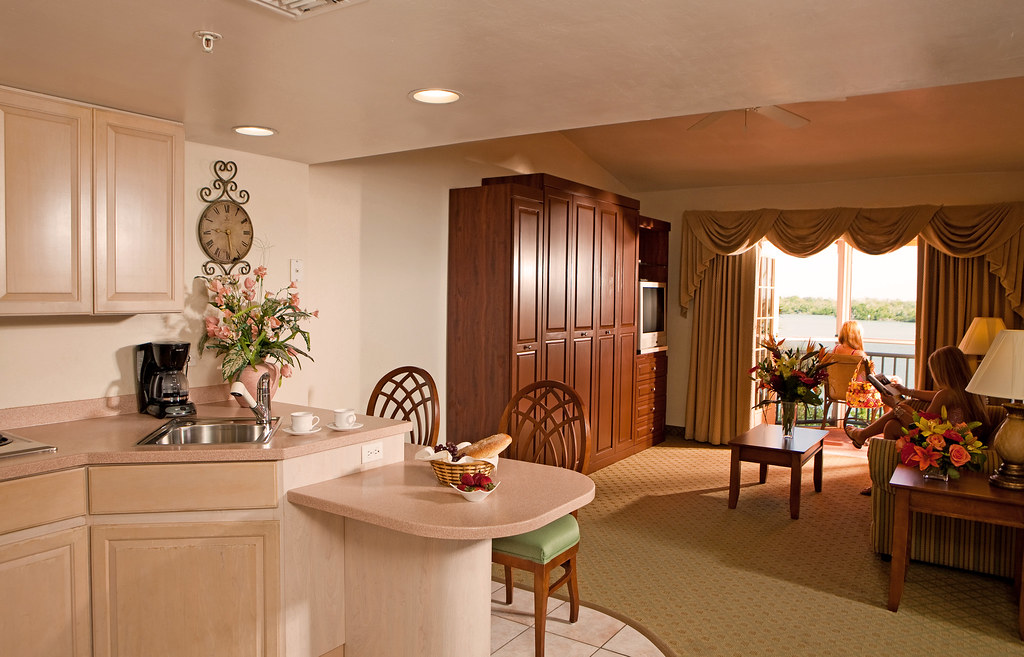 Spacious Suites at 'Tween Waters Inn