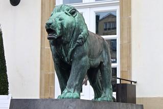 Lion statue | by aj82