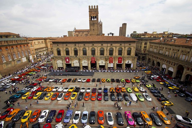 Lamborghinis line up in Bologna: 350 lambos in a pic