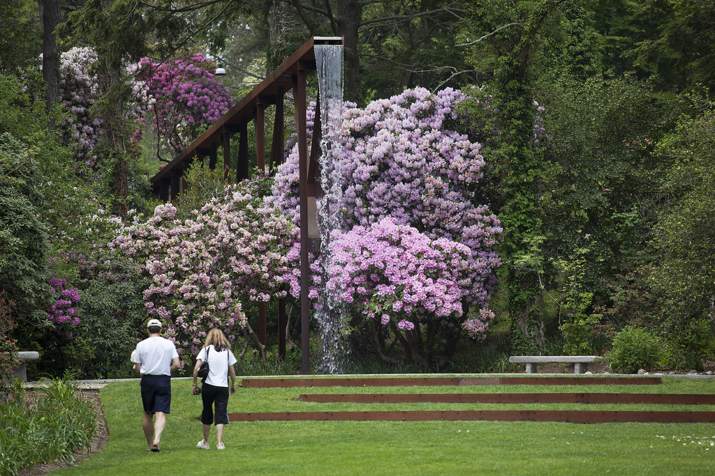 Heritage Museums And Gardens People Walking To Flume Foun Flickr