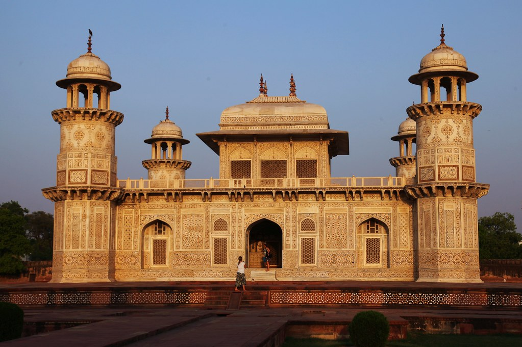 Image result for itmad ud daulah