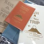 何しに空港へ?これだよ!!www トラベラーズノート成田空港限定リフィル、そして中目黒でもオンラインショップでも売り切れになってしまったペーパークロスのジッパーケース・スカイ(在庫あともう一つだったよ、再販はするらしいけど)。 #travelersnotebook #nrt