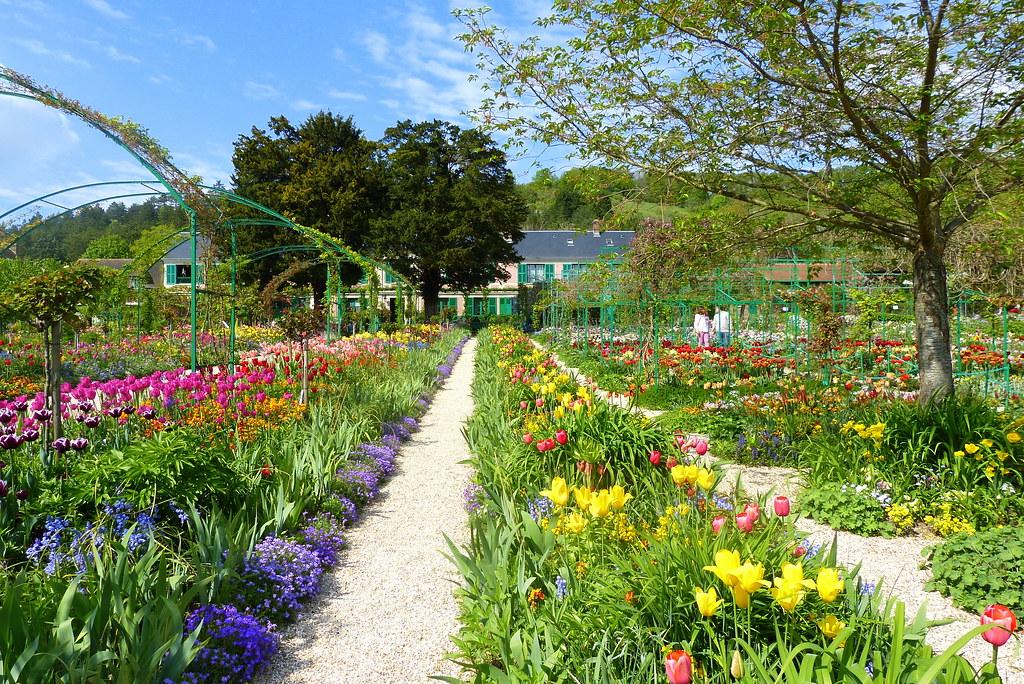 jardin de maison ... Maison et Jardin de fleurs de Claude Monet | by Sorenza