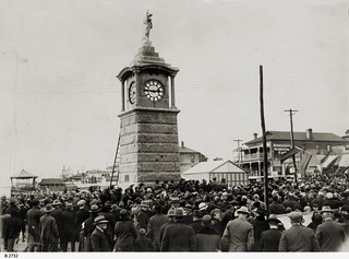 Crowd at the dedication ceremony for the Semaphore Soldiers' Memorial on May 25th, 1925