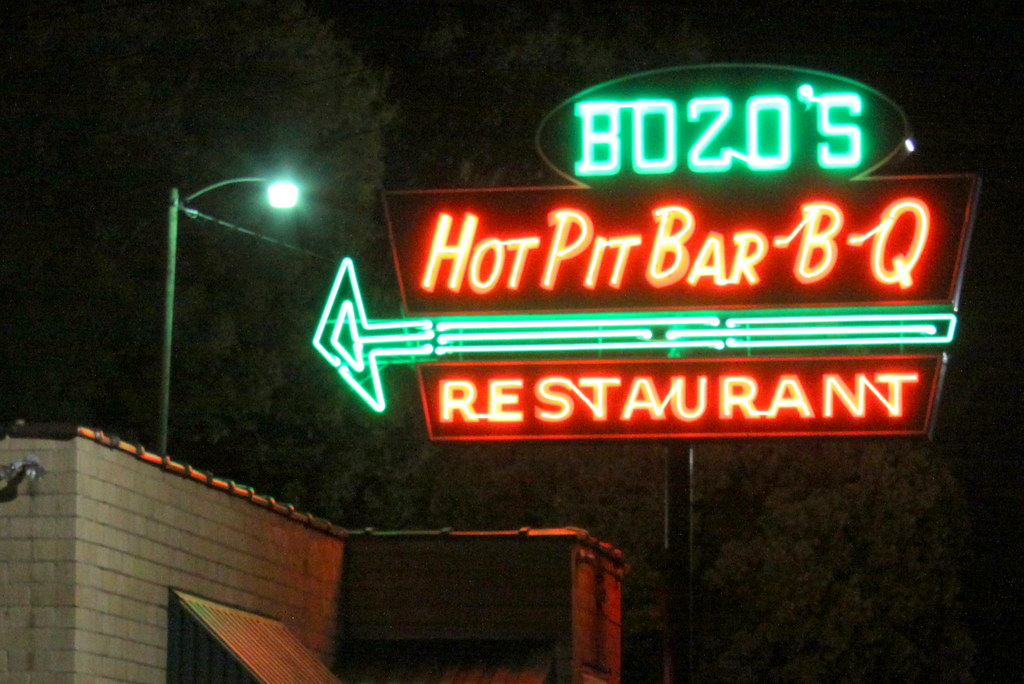 Bozo's Hot Pit Bar-B-Q Restaurant - Mason, TN