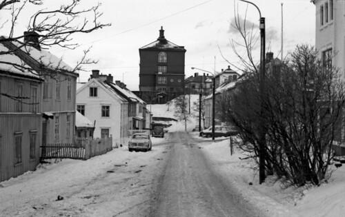 Øvre Møllenberg gate med Bispehaugen skole i bakgrunnen ...