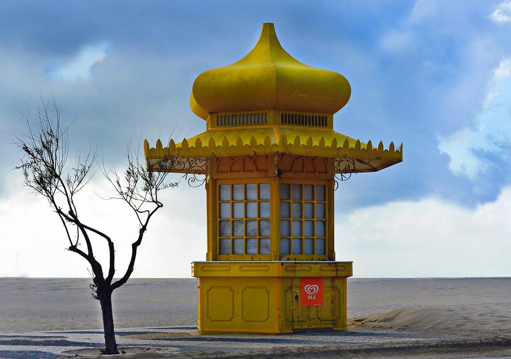 Langnese Häuschen am Strand von Foz do Arelho | vharbo | Flickr