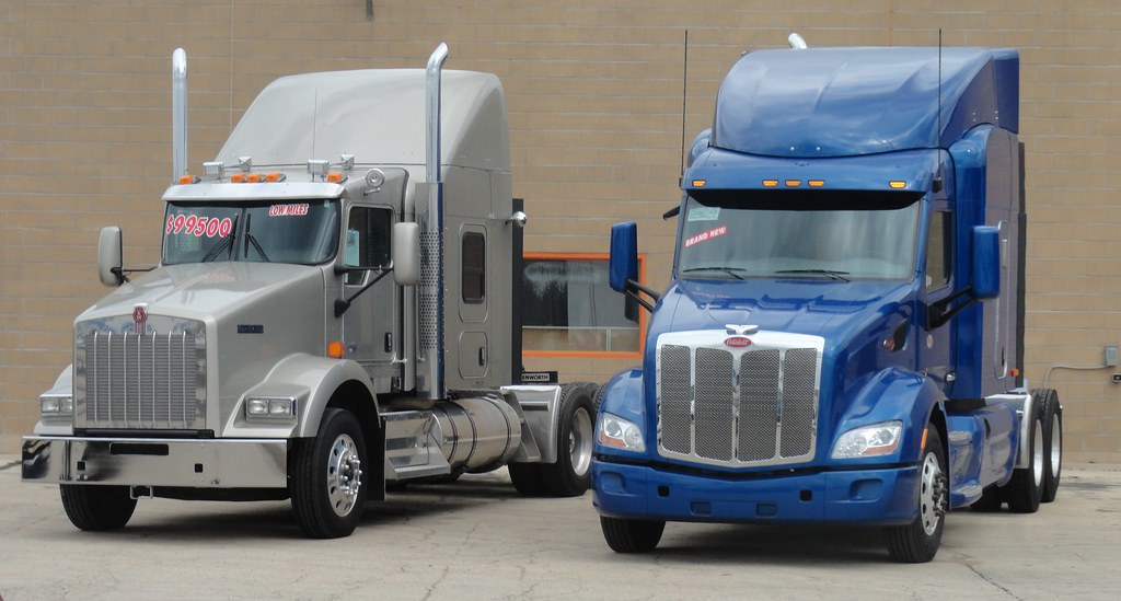 Big Rigs For Sale >> Kenworth T 800 And Peterbilt 579 Big Rigs On Sale