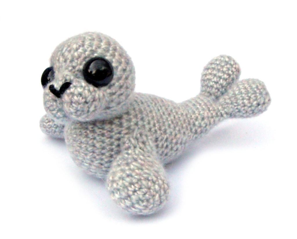 Amigurumi seal - Free crochet pattern in ENG,NO,DE | 825x1024