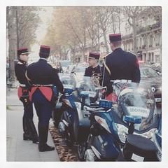 La grande tenue est de sortie... #gendarmes #medef #parisnow #paris