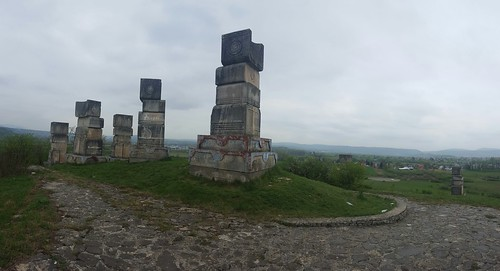 bihać spomenik monument garavice bogdanović