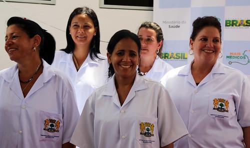 Directora de la OPS y ministros de Salud de Brasil y de Cuba visitaron centro de salud donde cooperan médicos cubanos | by Pan American Health Organization PAHO
