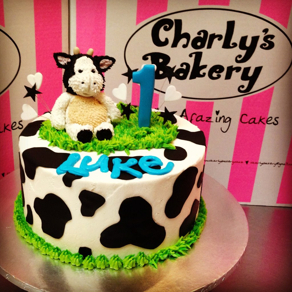 Fantastic Cow Themed 1St Birthday Cake Charlys Bakery Flickr Funny Birthday Cards Online Overcheapnameinfo