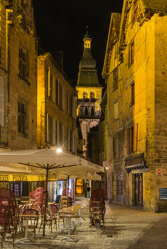 france church night square restaurant evening village dordogne medieval closing soir sarlat perigord aquitaine périgordnoir sarlatlacanéda