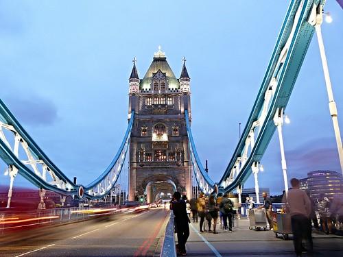 Tower Bridge, at night.   by ToniDM