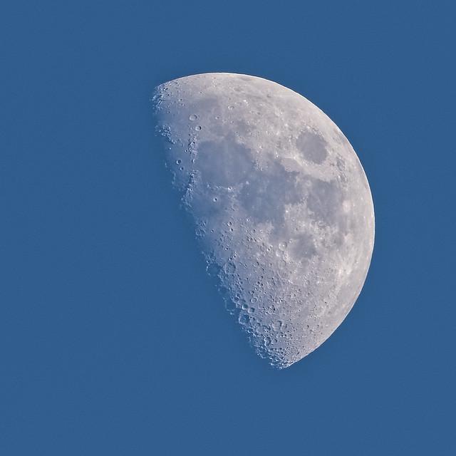 Gibbous Waxing Moon 01-27-2015
