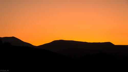 sunset france mountains colors landscape été crépuscule auvergne couchant massifcentral lueur massifdusancy