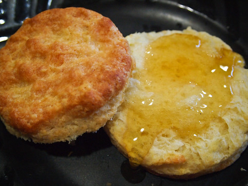 Biscuit & Peach Blossom Honey | by hollysuewho