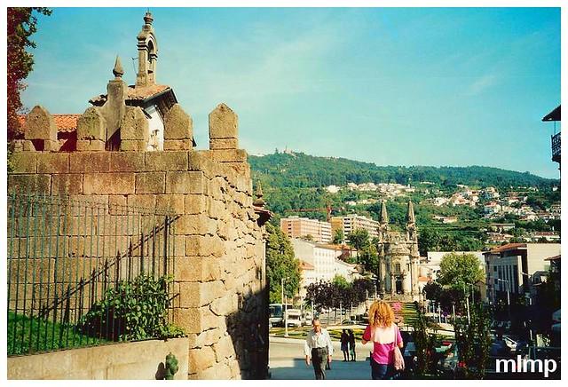 Guimarães et l'avenue de la république du Bresil devant nous.