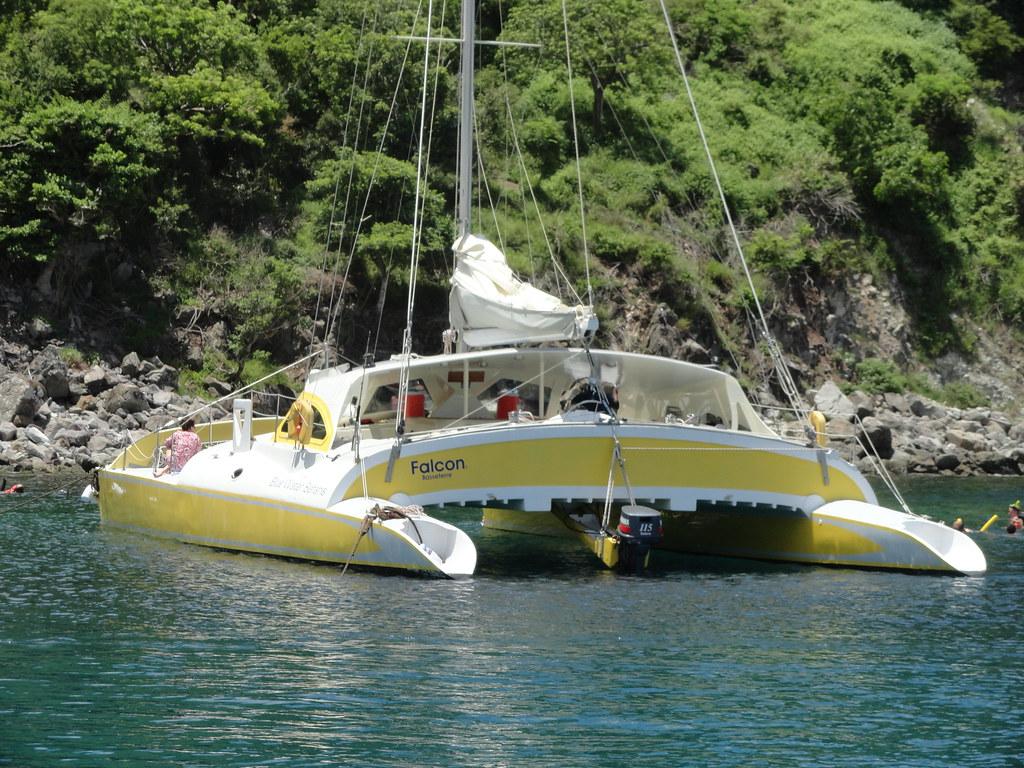 Découvrez Saint-Christophe et Nevis en catamaran avec