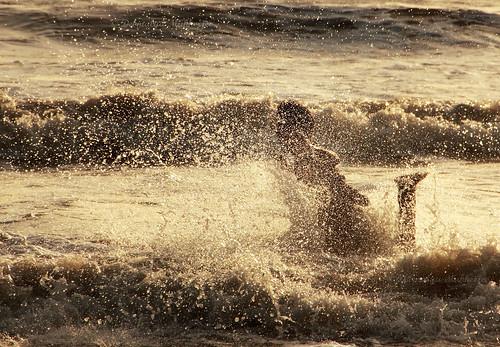 sunset sea india fall water dusk splash mumbai maharastra juhu