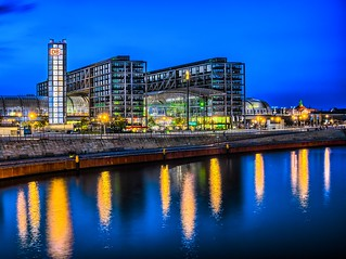 "Berlin Hauptbahnhof mit Spreeblick (Berlin central station with a view from the river ""Spree"" | by berlin-belichtet.de"