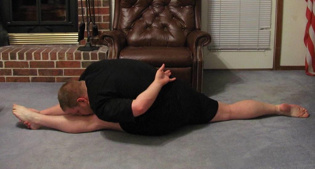 Early '14 stretching: Forward split w/ hamstring stretch