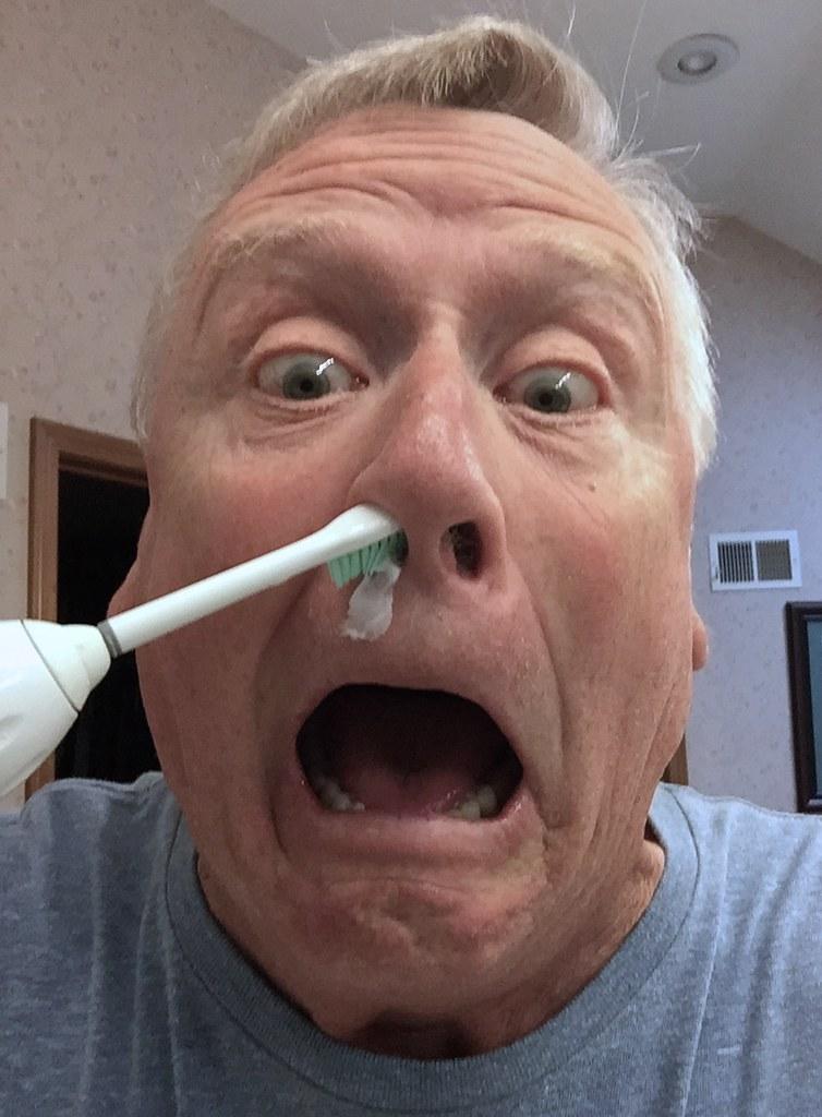 Afbeeldingsresultaat voor elektric toothbrush nose