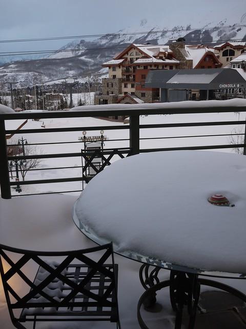 月, 2014-02-03 09:20 - 雪が積もった朝