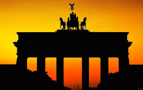 sunset berlin silhouette europa dusk colorfull hauptstadt himmel landmark stadt brandenburgertor quadriga farbe atmospheric stimmungsvoll siegessäule pariserplatz säulen wahrzeichen abends schattenriss denkal