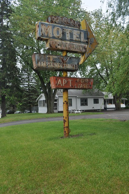 Quinlan Motel (Wider shot)