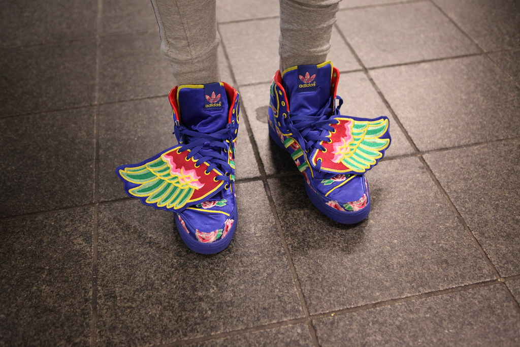 uk availability 52727 392bc ... Eason Chan x Adidas Originals by Jeremy Scott JS Wings - New York Comic  Con 2013