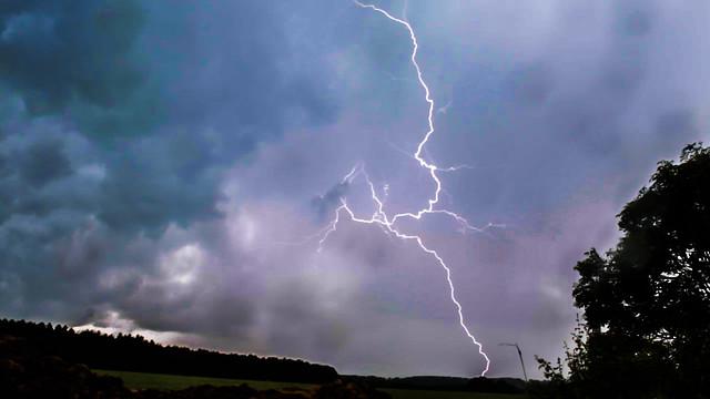 Oxfordshire Lightning 15:07GMT 16/06/16