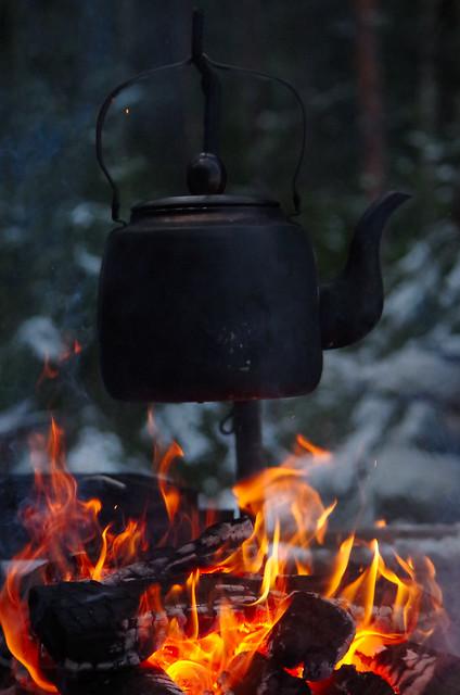Kahvitulet Mulkkujärven  laavulla