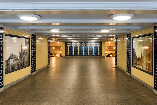 Berlin: U-Bahnhof Klosterstraße, Eingangsbereich - Entrance area of the subway station Klosterstraße